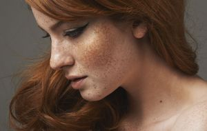 freckled redhead cateye liner